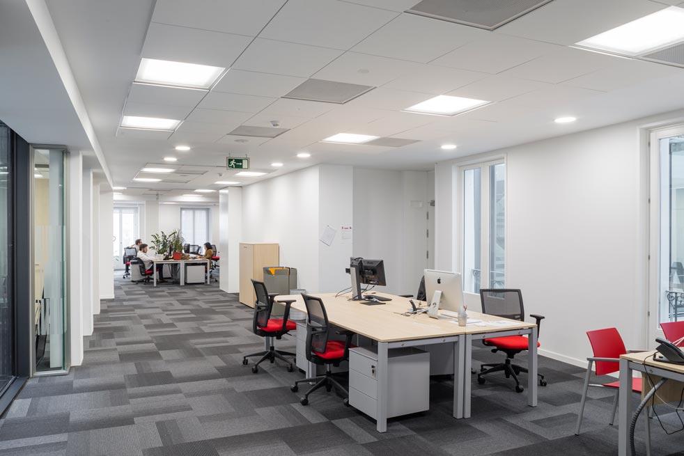 Techos armstrong en la renovada sede de catalana occidente for Catalana occidente oficinas
