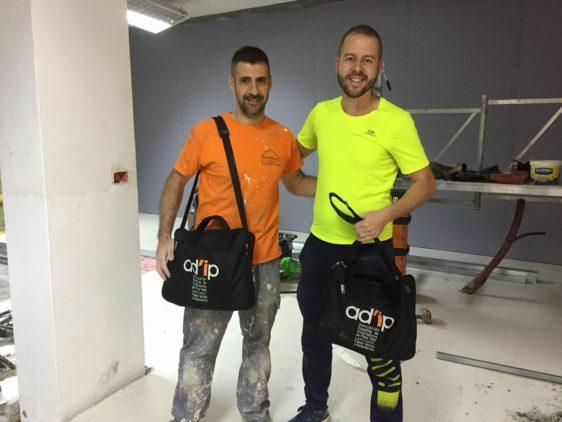 Nuestros compañeros de Tenerife reciben sus mochilas